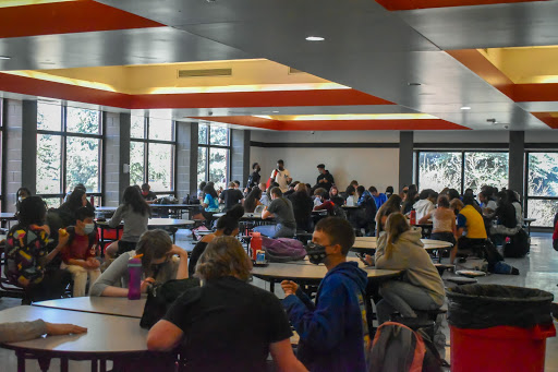 Students socializing with each other in the cafeteria during the last lunch on Mondays (Crystal Li).
